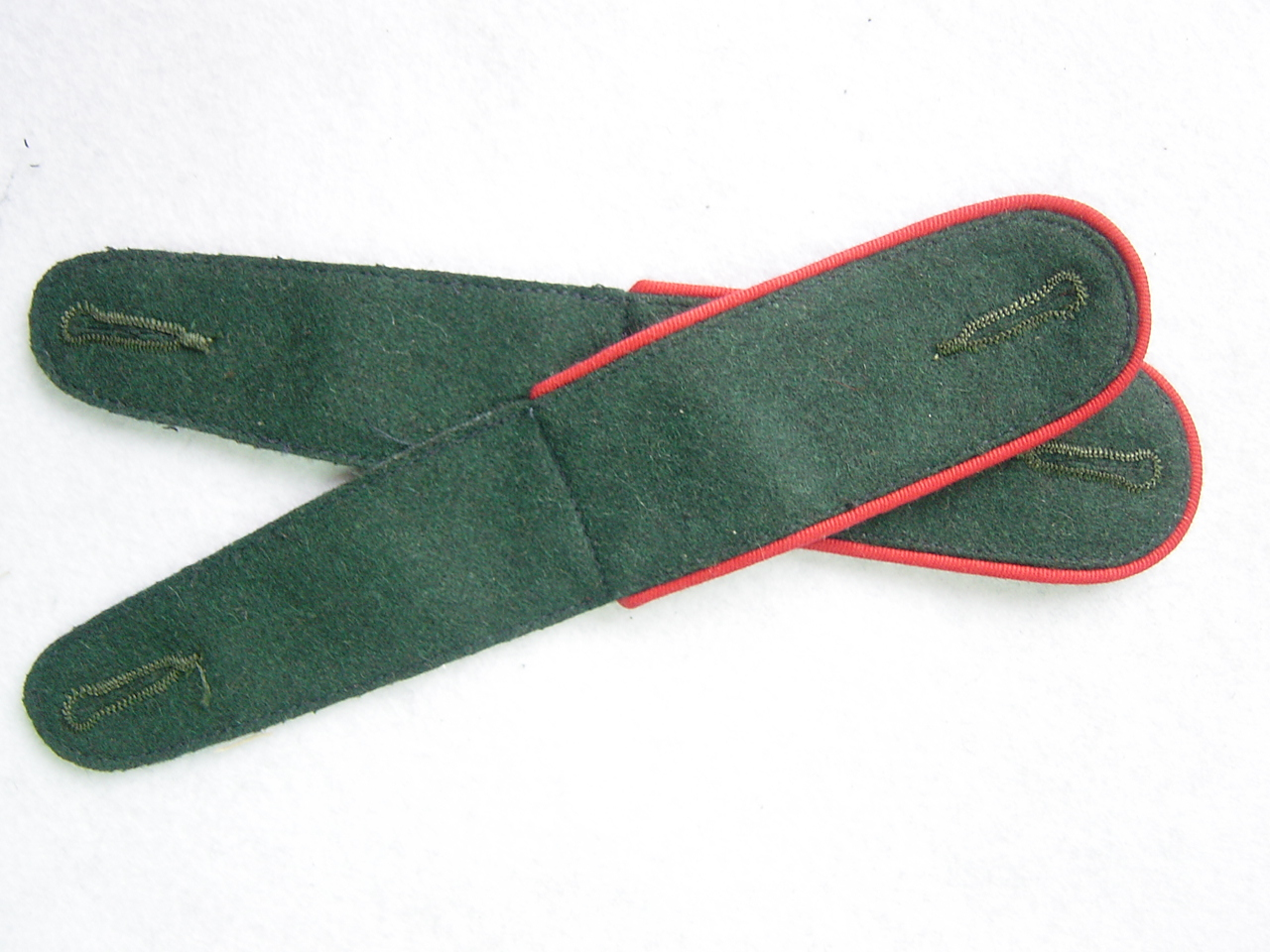 WWII German Shoulder Board Darkgreen Board With Red Pipe
